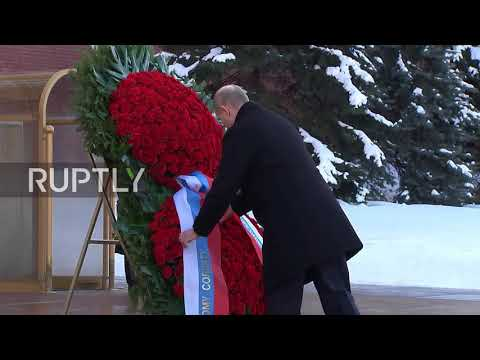 Russia: Putin lays wreath on Defenders of the Fatherland Day