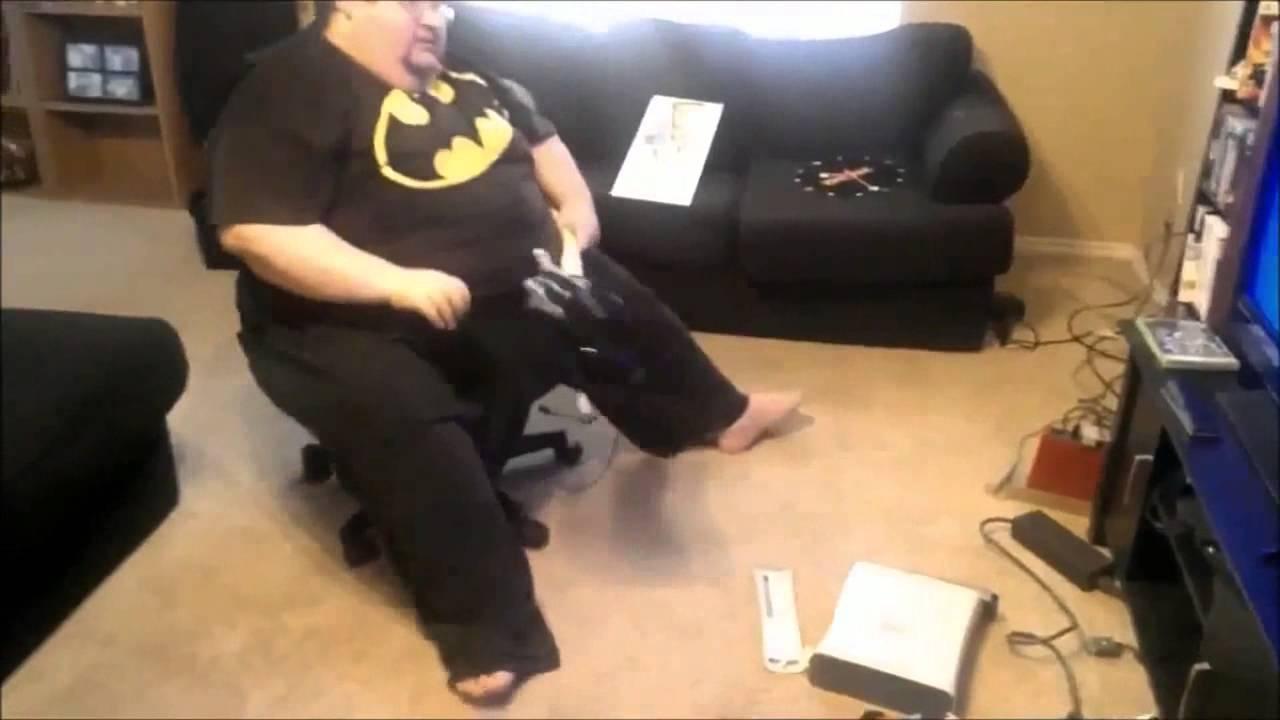 Destrosa su xbox porque lo llaman Gordo  YouTube