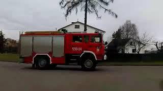 Przejazd alarmowy OSP Nowa Wieś Ujska do zdarzenia [TRĄBY]