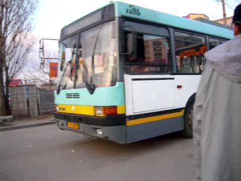 Un troleibuz Ikarus 415T intorcand la capatul de linie Master S A