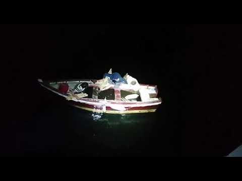 Rescatados de una chalana que habían robado en el Náutico de Pontevedra