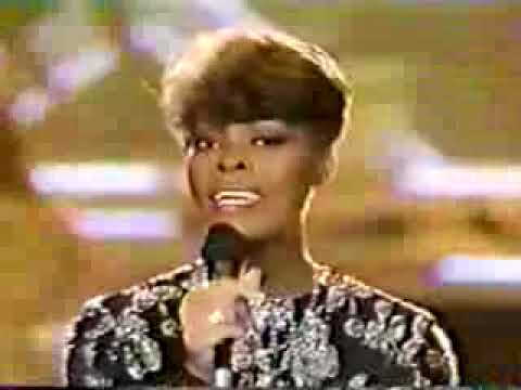 Solid Gold Theme - Dionne Warwick Sings on Camera!
