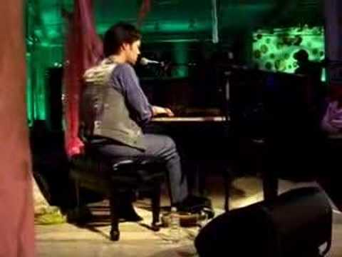 rufus-wainwright-going-to-a-town-live-debut-2007-funlivemusic