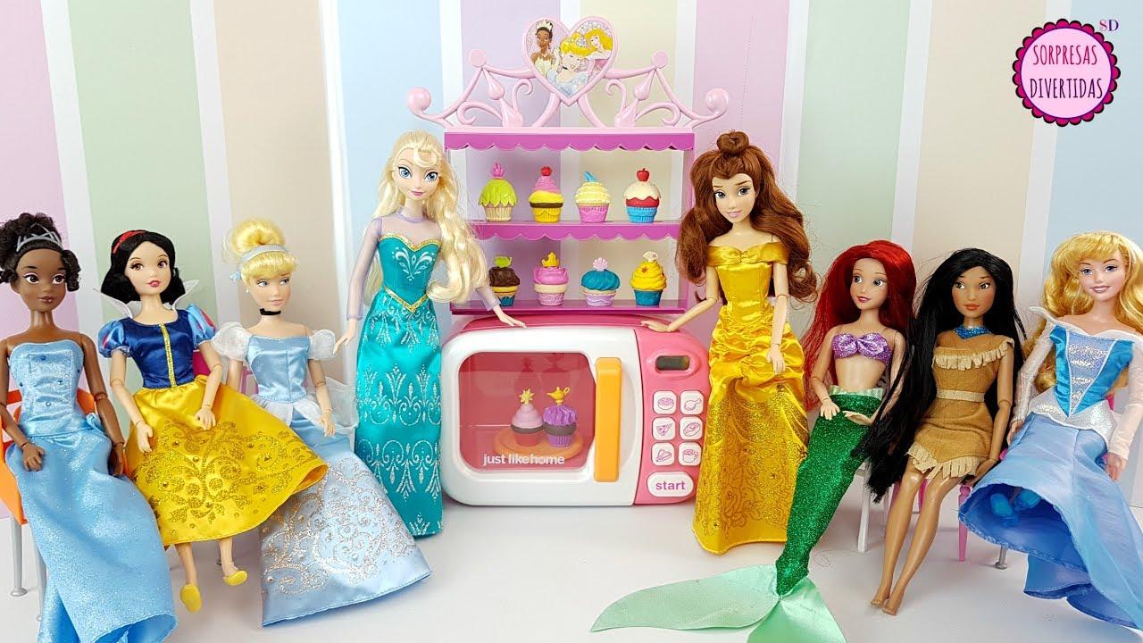 Princesas disney en una fiesta de cupcakes juguetes con for Muebles de princesas disney
