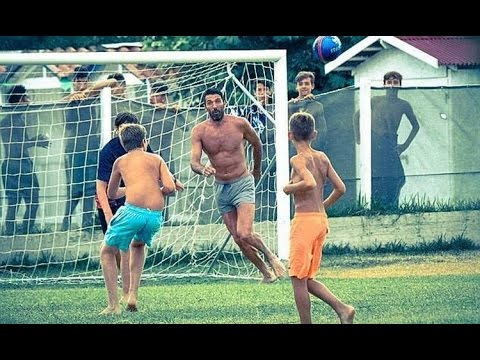 Buffon Playing Football with Kids on vacations! - CRAZY FOOTBALL #02