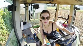 GIRL ON TRACTOR | Giulia and Fendt Favorit 920 | Sorghum Silage