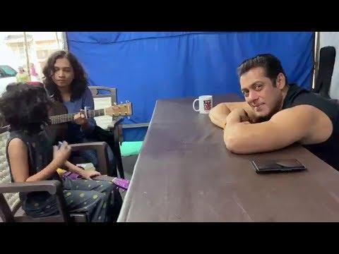 Salman Khan Hearing A Song From A Little Girl, CALLS Her His Superstar Sitara Mp3