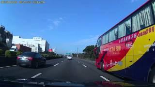 【ドラレコ】観光バスが渋滞に突っ込む瞬間【交通事故】 thumbnail