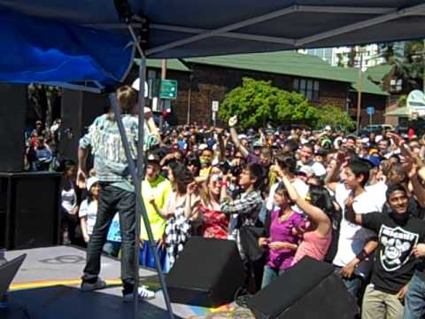 Macklemore Performs
