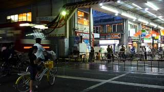 京急蒲田駅の隣にある雑色駅の踏切で撮影した京急2100形2141編...