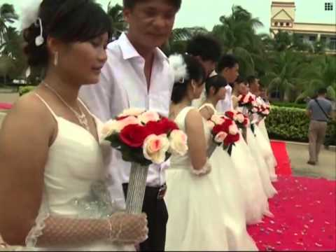 Group wedding in China's youngest city