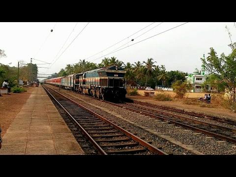 12685 Mangaluru LHB Super fast meets Coimbatore fast passenger @ Uppala