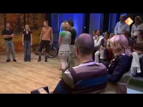 Viggo Waas & Peter Heerschop als survivalinstructeur bij Aan de Bak! (RVU)