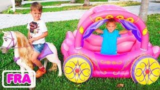 Vlad et Nikita jouent avec Princess Carriage
