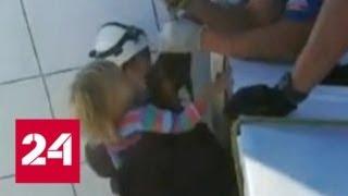 В Уфе трехлетняя девочка провела 10 часов на краю 14-го этажа строящегося здания - Россия 24