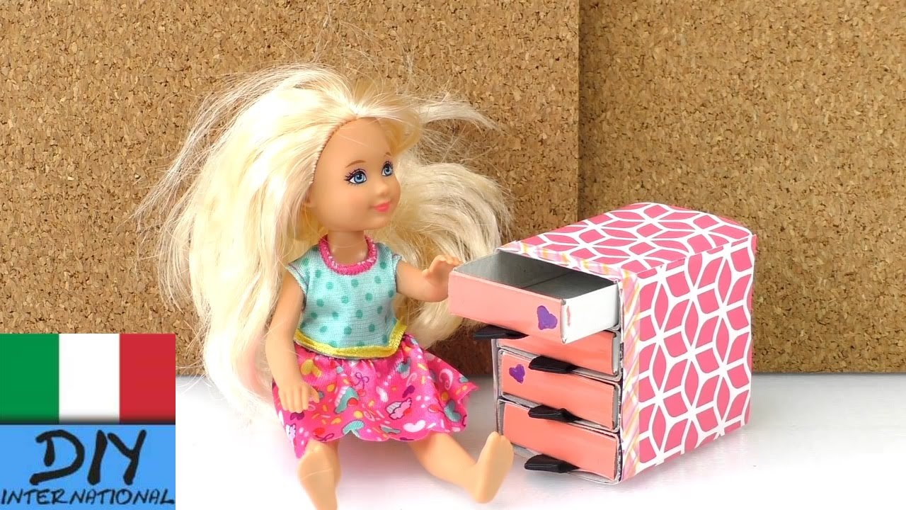 Decorazioni fai da te cassettiera per la casa delle for Casa di barbie youtube