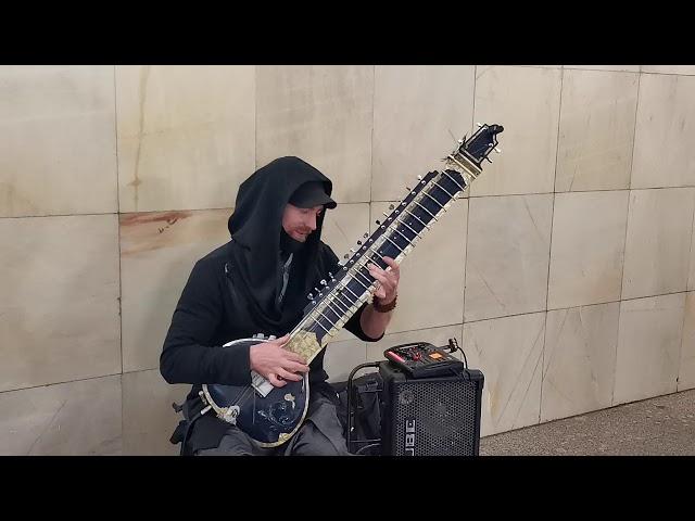 Ситар в московском метро