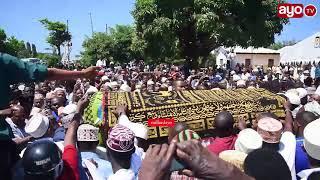 Mwili wa marehemu mzee Majuto ukiswaliwa msikitini