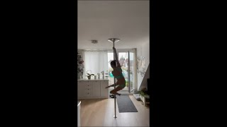 Girl Kicked off the Lamp With Her Foot Pole Dancing