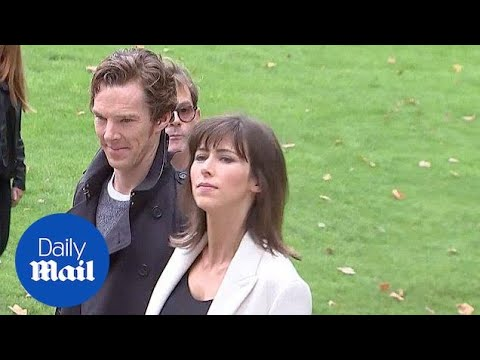 Benedict Cumberbatch & wife Sophie Hunter at Burberry   Daily Mail