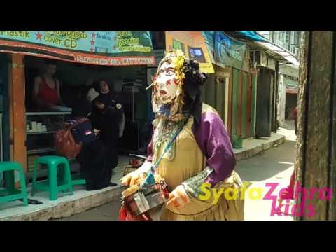 Pengamen Jalanan - BADUT Bertopeng Seram . Masked CLOWN ghost