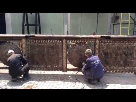 Surface treatment of bridge fence casted in bronze (Art foundry RZ Institut)