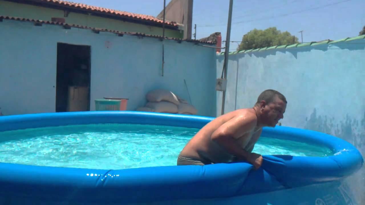 Ivan pulando na piscica 2 26092010 mp4 youtube for Piscinas de plastico para ninos