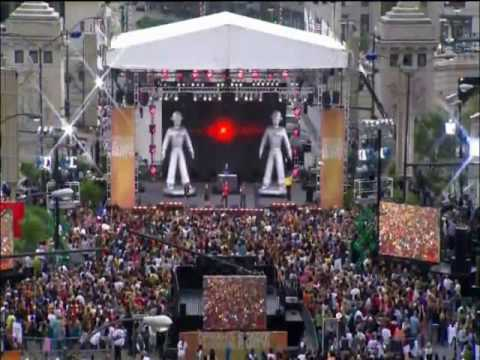 The Black Eyed Peas - I gotta feeling flash mob in Chicago (mp3 version)