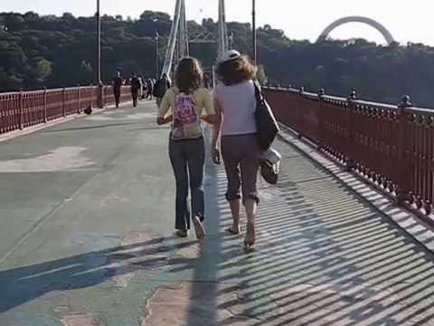 Девушка босиком фото видео