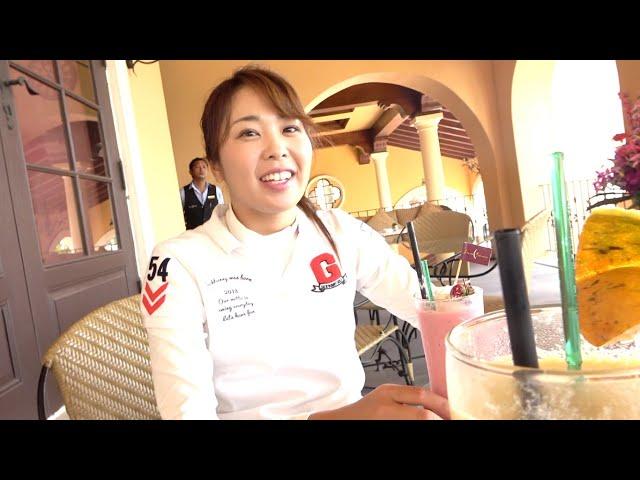 タイの超名門ゴルフ場で豪華な朝ごはんを食べる3人