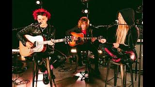 Смотреть клип Yungblud & Avril Lavigne - I'M With You