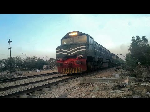 Awam Express & Bahuaddin Zakaria Express Passing Natha Khan Goth Karachi | Pakistan Railways
