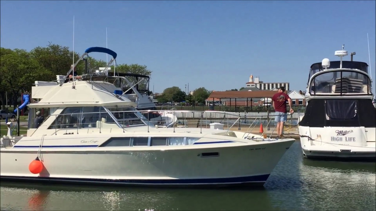 Chris Craft 1973 Flybridge Commander 38' Inside and Outside