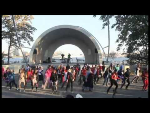 Thrill The World NYC 2013 Event ID7035 East River Park Bandshell