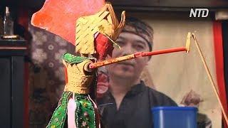 Индонезиец не даёт исчезнуть театральному искусству бамбуковых кукол