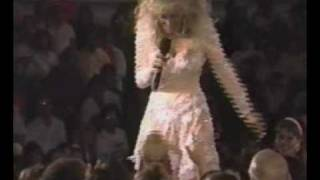 "Dolly Parton & Kenny Rogers singing ""Islands In The Stream"" (Live)"