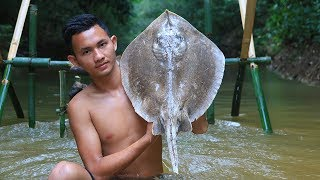 Primitive Technology: Cooking Stingray For Food in the Forest | Primitive Cooking ASMR Eating