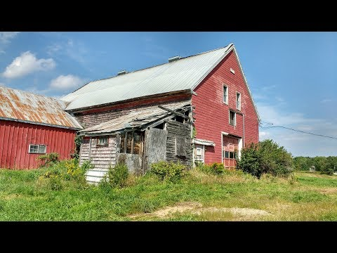 Old Style Barn In Durham Countryside, Maine - Aug. 2018