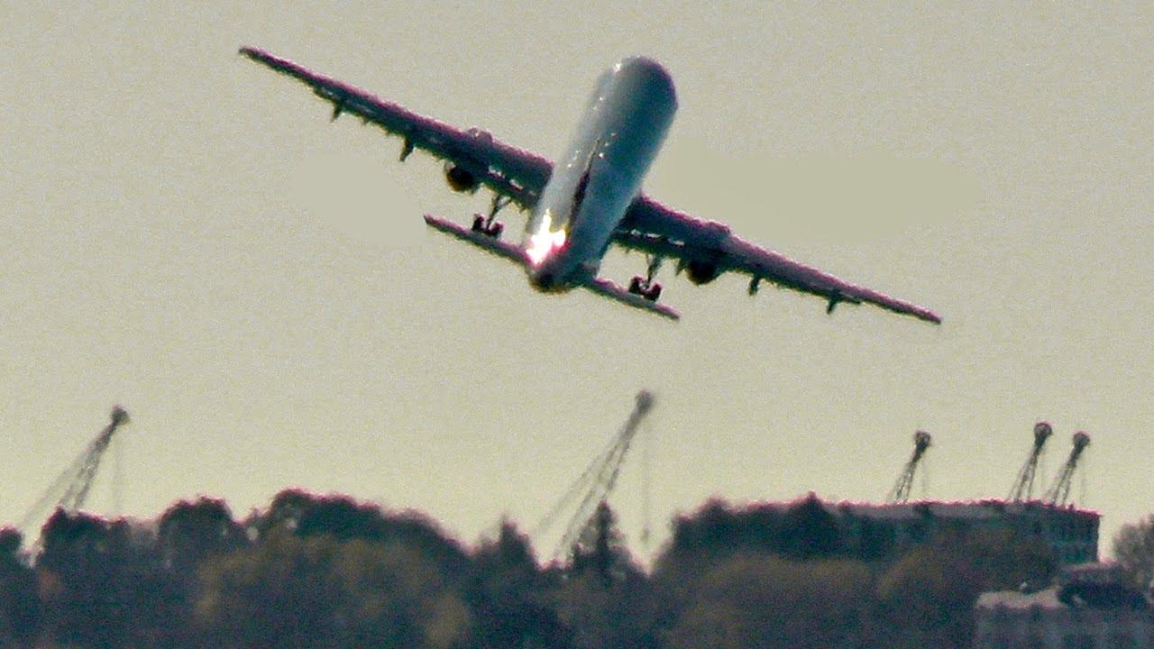 Airbus сделал крен не успев убрать шасси. A321 Nordwind Airlines / Аэропорт Сочи - Адлер