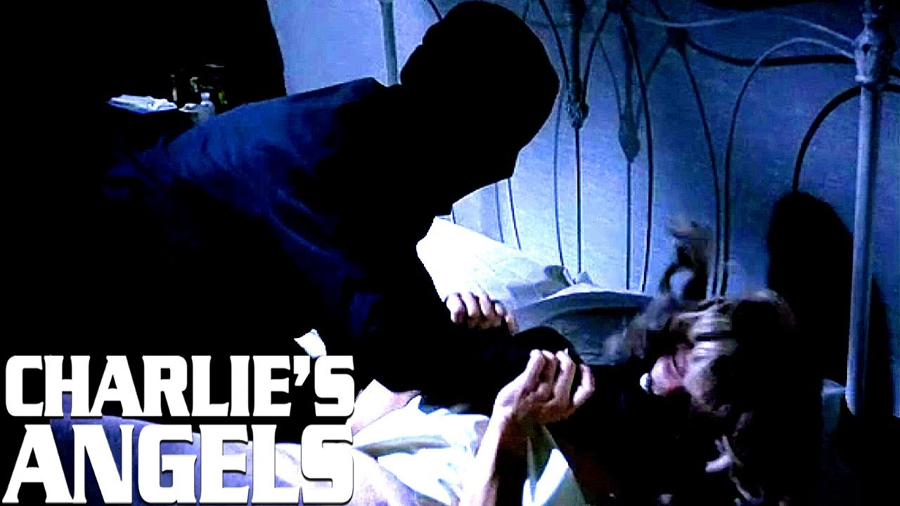 Jill Fights Off A Stranger In Her Room | Charlie's Angels