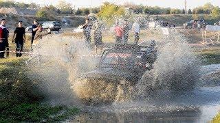 И в грязь, и в брод, и в поворот: экстремальные гонки на джипах — видео