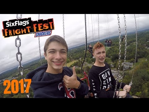 FRIGHT FEST VLOG AT SIX FLAGS NEW ENGLAND!!
