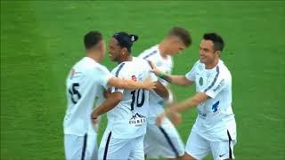 بالفيديو.. شاهد هدف رونالدينهو الذي أجبر الجميع على التصفيق له