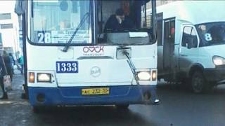 У пассажирского автобуса на ходу выпало стекло(, 2017-03-08T04:49:45.000Z)