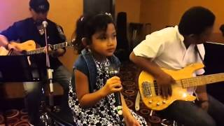 Amazing 5 year old sings  Blank Space (putri)
