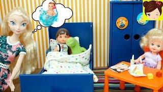 El bebe de Elsa se Hace grande y tiene nueva habitacion -  Los Juguetes de Titi