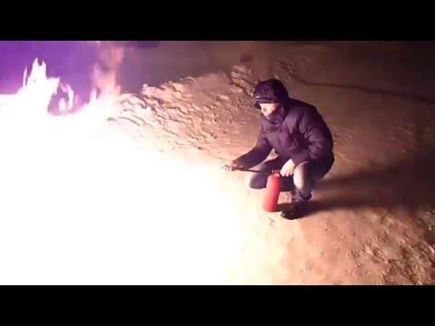 Самодельный огнемёт в действии