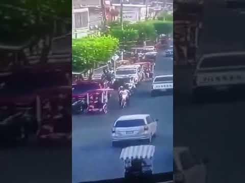 El momento justo cuando sicarios llegan a ejecutar a 4 personas a plena hora del día en Suchiate
