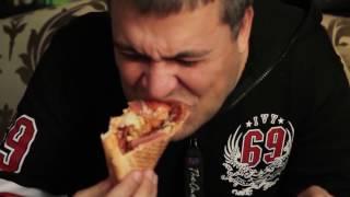 PRosto Обжорик.  Доставка Царство пиццы.  Адские роллы.  Неактульная доставка. Пицца-Бутерброд?!?(Сегодня в серии: Обзор «Царство пиццы». Доставка опоздала со временем и оказалась практически никакой...., 2016-12-02T02:32:19.000Z)