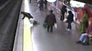 Todesmutiger Polizist rettet Frau nach Sturz auf U-Bahn-Gleis